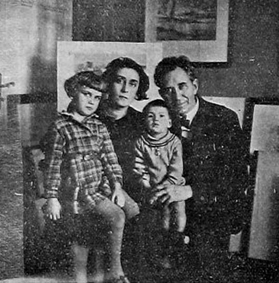 Художникът със семейството си, 1935 г.