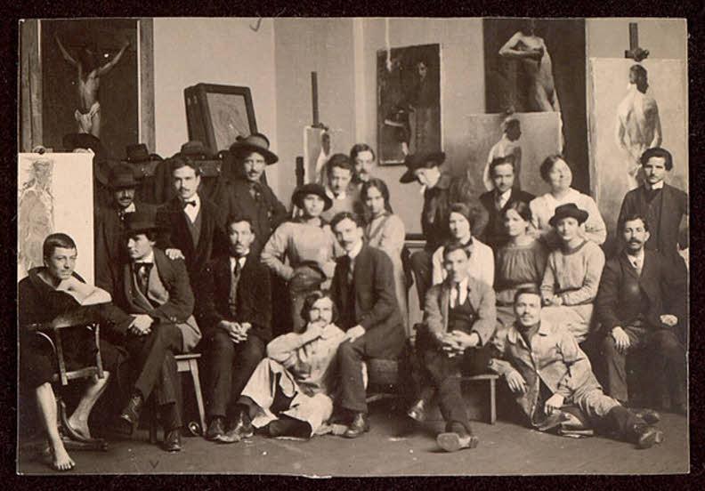 Студенти и преподаватели от Рисувалното училище в София в една от работните зали